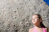 小女孩 石头 粉色/is098r401 [RF]小女孩,粉色,泳衣,石头相似收藏下载分享购买...