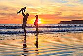 家庭,幼儿,儿子,玩,海滩,圣地亚哥,加利福尼亚,美国