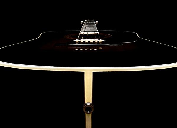 木吉他,黑色背景
