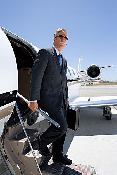 男人下飞机的图片大全