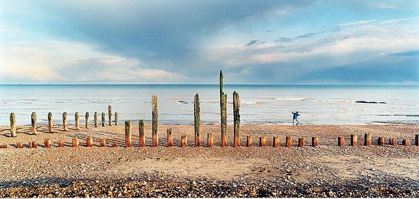 标题: 男孩在海滩上的海洋 标签: 旅行,旅游,休闲,生活 描述: 男孩在海滩上的海洋 英文描述: Boy at Beach by Ocean 摄影师: Carl Warner 图片编号: mf700-00281755 版权属性: 肖像权(有肖像权) 授权类型: 版权管理类(RM)图片 最大尺寸: 59M(RGB),6600x3150像素