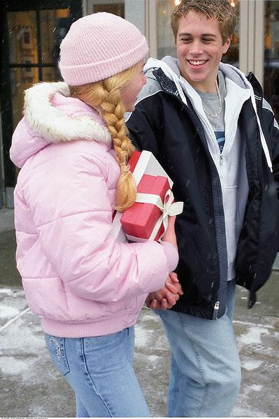 年轻,情侣,握手,圣诞购物