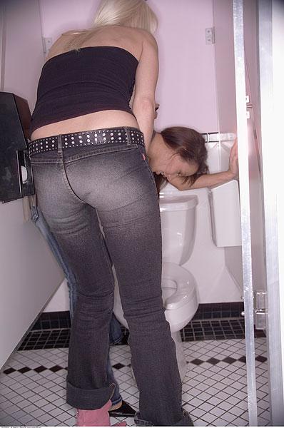 女人呕吐 女人呕吐图片