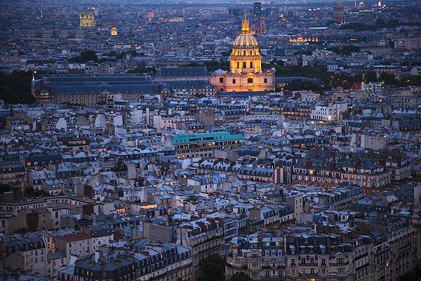 俯视巴黎铁塔图片