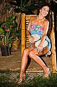 年轻,西班牙裔女性,演奏,邦加鼓,热带海岛