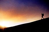 一个人背包旅行_剪影,一个人,背包旅行,斜坡,日落