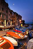 村的悬崖,在黎明,五渔村国家公园,联合国教科文组织世界遗产,利古里亚,意大利