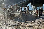 工人,石头,装载,船,伊洛瓦底江,河岸,曼德勒,缅甸
