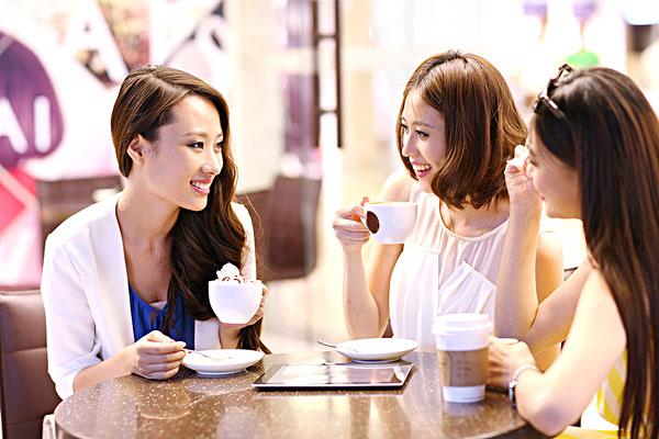 咖啡馆里的美女
