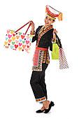 中国少数民族瑶族女人购物