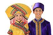 中国少数民族壮族情侣
