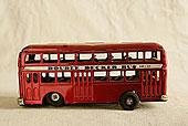 静物老式玩具双层公共汽车