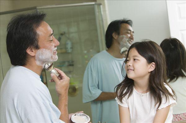 父亲和女儿在浴室mp4