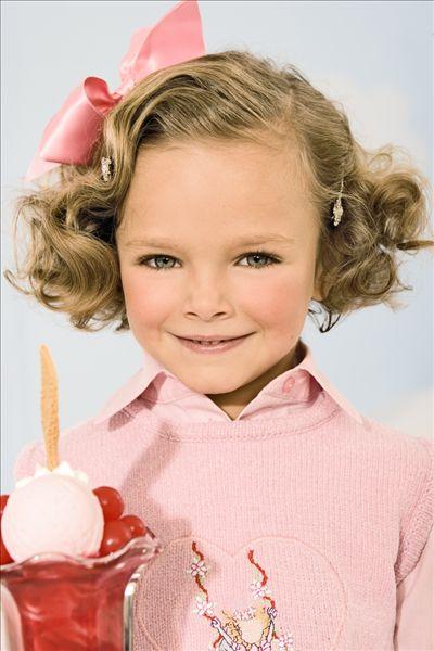 冰淇淋的小女孩