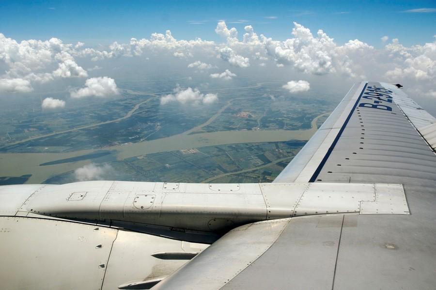 >飞机舷窗