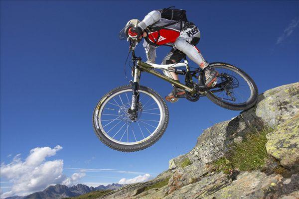 摩托车 自行车 600