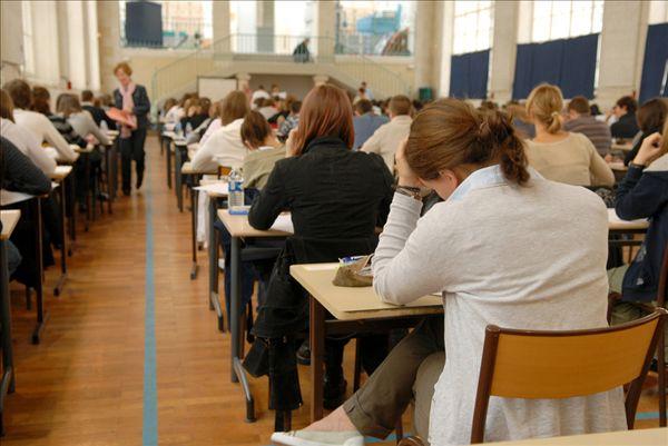 行动管理系统中如何进行考试复习