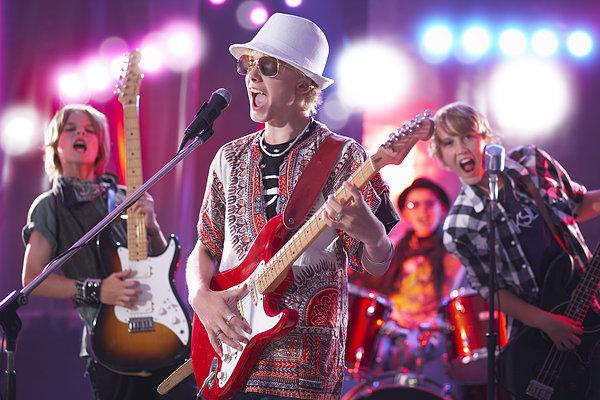 男孩在摇滚乐队_全景图片图片