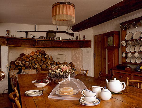 吊顶,壁炉,一堆,木柴,农舍,餐桌,茶,吊灯,灯罩
