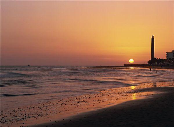 大卡纳利岛 标签: 灯塔,日落,大卡纳利岛,加纳利群岛,西班牙,大西洋