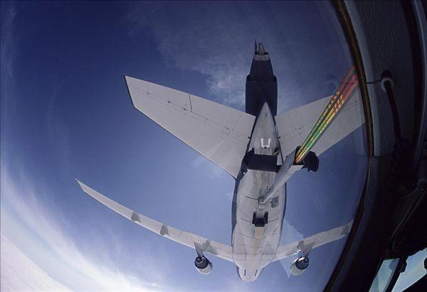 飞机加油_飞机加油图片