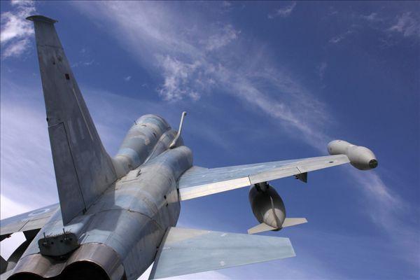 飞机在飞行中的战斗机