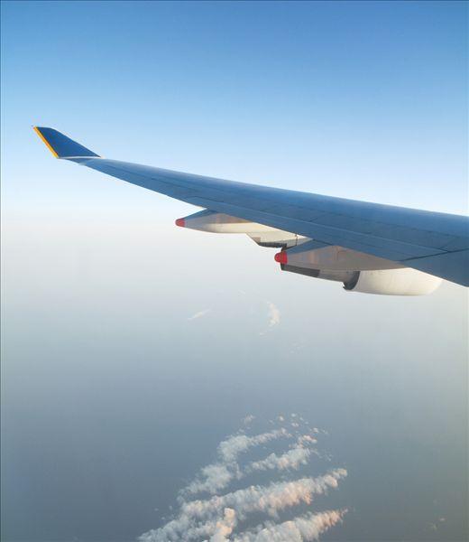 图片编号: sps1891-102 标题: 飞机 摄影师: Sam Diephuis 版权属性: 肖像权(不需要肖像权) 授权类型: 版权管理类(RM)图片 最大尺寸: 50M(RGB),3901x4500像素 上线日期: 2009-12-22