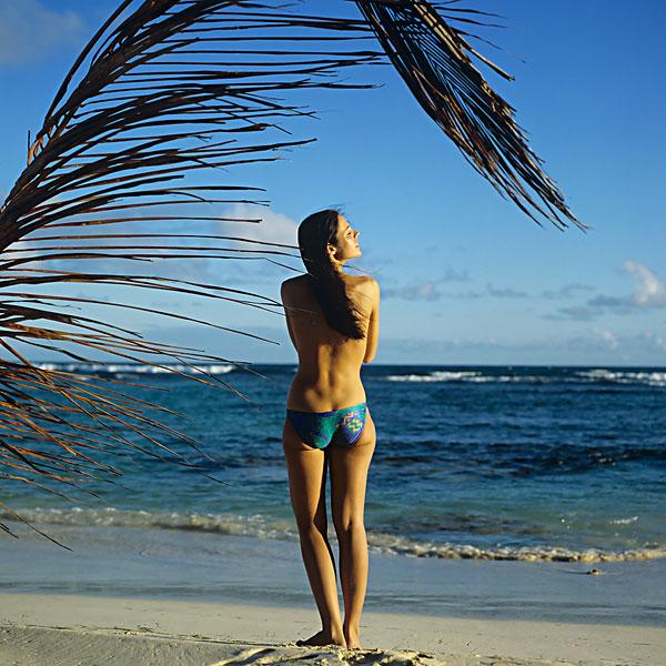 裸露上身,女青年,海滩,面对,海洋,棕榈树,瓜德罗普,法国人,西印度群岛