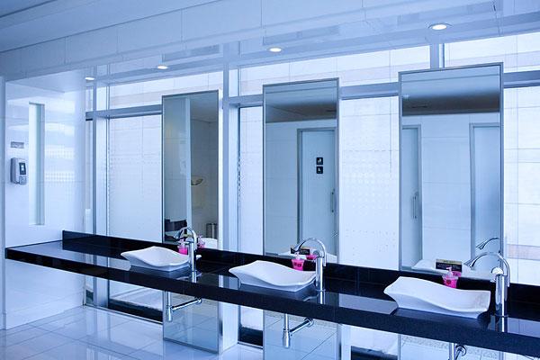 两点透视室内手绘图卫生间