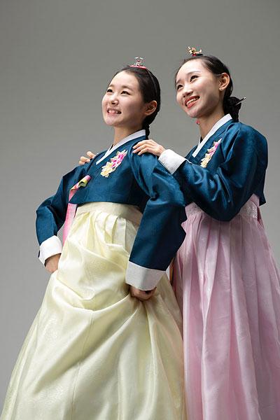 设计元素 >朝鲜美女  两个,美女,穿,朝鲜服装,韩国人下载相似预览购买