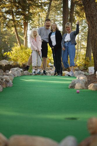 家庭去迷你高尔夫