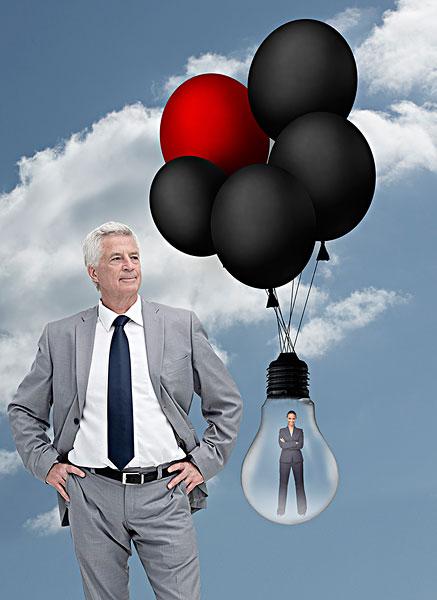 商务人士,站立,靠近,职业女性,室内,电灯泡,拿,气球,天空,背景