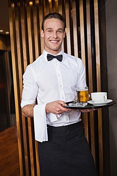 微笑,服务员,拿着,托盘,咖啡杯,品脱,啤酒