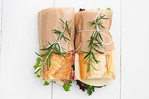 棍子面包三明治,白色背景