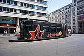 德国柏林路上的巴士