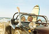 白人,情侣,驾驶,吉普车,海滩