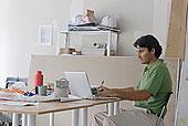 建筑师,使用笔记本,书桌,场所,办公室