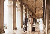 微笑,商务人士,职业女性,拉拽,手提箱,走廊,威尼斯