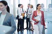 商务人士,交谈,办公室,走廊