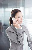 职业女性,交谈,手机,办公室,走廊