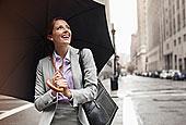 职业女性,拿着,伞,城市街道