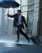 商务人士,手提箱,伞,穿过,下雨,街道