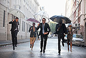 商务人士,伞,跑,下雨,街道