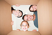 家庭,俯视,看镜头,纸箱