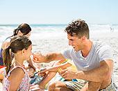 父亲,擦,防晒霜,鼻子,海滩