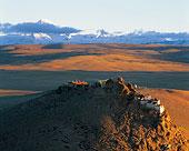 西藏阿里地区基乌寺与冈仁波奇雪山
