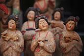 北京潘家园市场彩陶俑