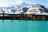青藏铁路建设雪水河上走铁龙