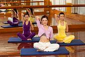 年轻女人瑜伽健身