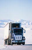 运输石油的大卡车